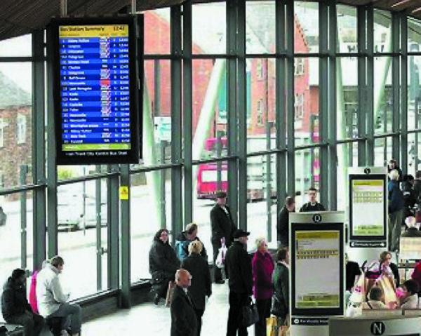Информационные табло взале ожидания транспортного терминала на основе двусторонних ЖК-дисплеев