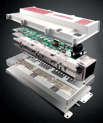 Рис. 24. 3-фазный модуль привода SKAI с интегрированной системой охлаждения (1200 В, 300 Arms). Размер модуля 400x215x100 мм, плотность мощности 30 кВA/дм^3