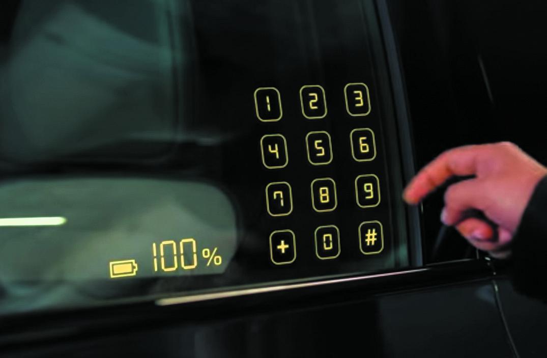 Сенсорный интерфейс на боковом стекле автомобиля. Набор защитного пароля