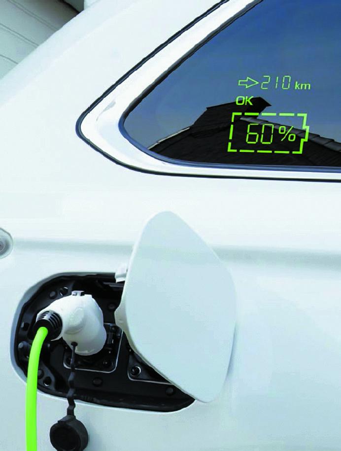 Индикация уровня заряда и запаса хода в процессе заряда аккумулятора электромобиля на зарядной станции