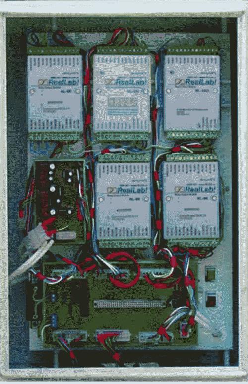Рис. 33. Часть испытательного стенда, смонтированная в шкафу