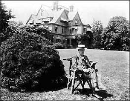 Томас Альва Эдисон в своем поместье в Гленмонте, 1917 год