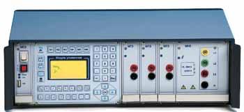 Внешний вид настольного калибратора напряжения и тока
