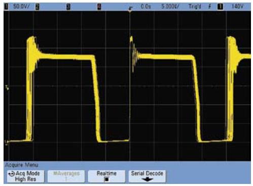 Осциллограмма напряжения сток–исток ключевого транзистора при работе осциллографа в обычном режиме