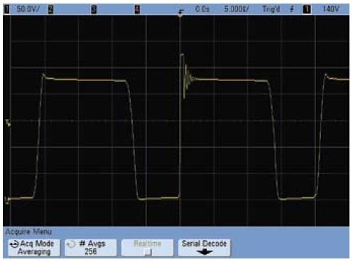 Осциллограмма напряжения сток–исток при работе осциллографа в обычном режиме с усреднением