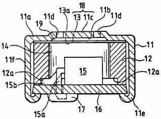 Один из ранних электретных конденсаторных микрофонов (ECM) Matsushita (оригинальные обозначения сохранены): 11 — алюминиевый корпус; 11а — концевая стенка корпуса; 11b — углубление с внутренней поверхности корпуса; 11c — центральная часть; 11d — апертуры, получающие звук; 11e — закругленный внутрь край; 11f — боковая стенка; 12 — трубчатое металлическое кольцо; 12a — кольцевое углубление; 13 — вибрирующая диафрагма; 14 — задняя полость; 15 — FET; 15а — терминал стока; 15b — терминал затвора; 16 — печатная плата; 17 — пайка; 18 — переменный конденсатор; 19 — необходимый воздушный зазор