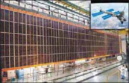 Солнечная панель Международной космической станции на испытаниях в НАСА (США)