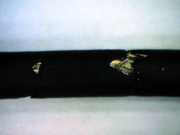 Обычный кабель пробника, поврежденный после климатических испытаний при 120 °C