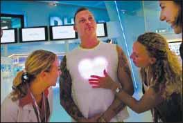Светодиодный гибкий, встроенный в модную футболку, дисплей