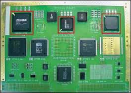 Верхняя сторона тестового печатного узла (исследуемые компоненты выделены красными рамками)