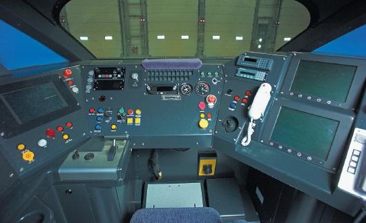 Кабина машинистов железнодорожного локомотива