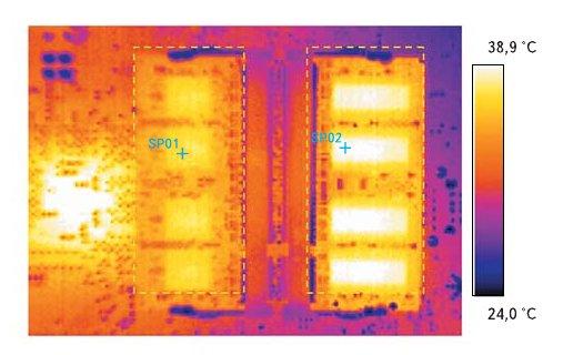 Рис. 3. Энергосберегающая технология DRAM предлагает следующие преимущества в температурных показателях: SO DIMM DDR2-533 объемом 512 Mбайт (слева) демонстрирует на 20% меньше рассеивания тепла, чем соответствующий продукт другой фирмы