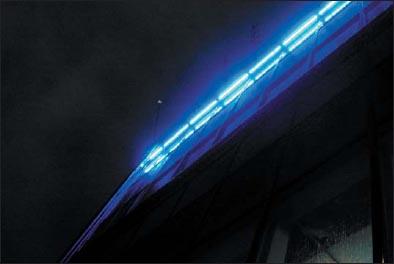 Фрагмент подсветки здания «Газпрома» на улице Наметкина с помощью светильников на основе светодиодов Cree